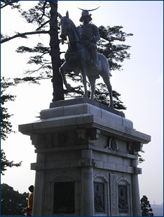 A fine statue of Date Masamune on horseback