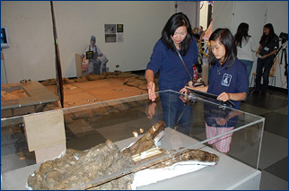 A mother and daughter admire the skull of Lupe, the San Jose mammoth