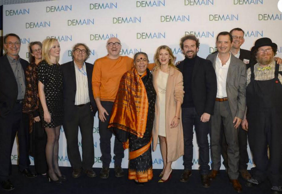 Tony and Liz (far left) with cast members of the film, Demain.